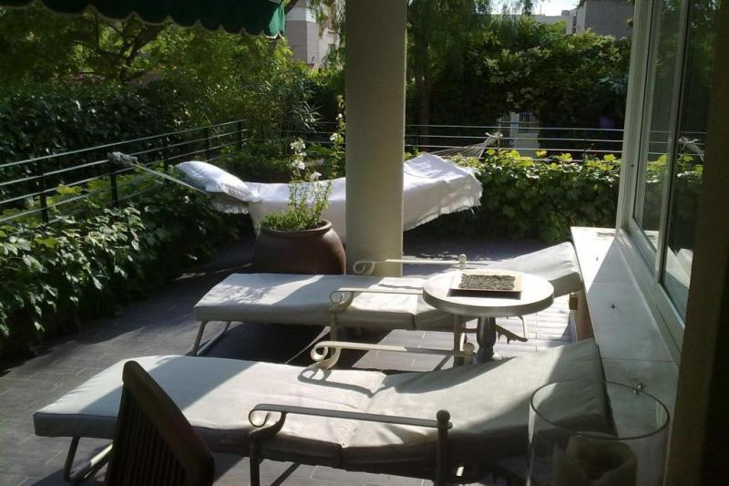 Planta baja con jard n rom ntico home for exchange for Jardin romantico