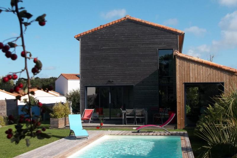 Maison bois moderne avec piscine à 2km des plages   Home for Exchange