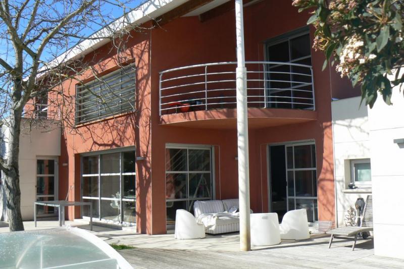 maison contemporaine toulouse avec piscine home for exchange. Black Bedroom Furniture Sets. Home Design Ideas