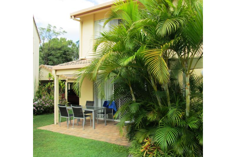 Spacious a/c townhouse set in tropical gardens   Home for