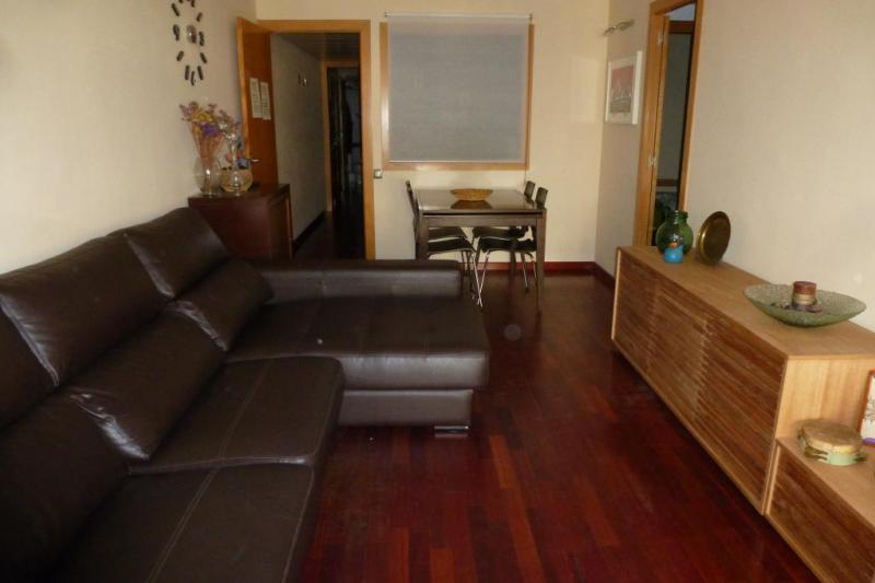 amplio y luminoso piso en sagrada familia home for exchange. Black Bedroom Furniture Sets. Home Design Ideas
