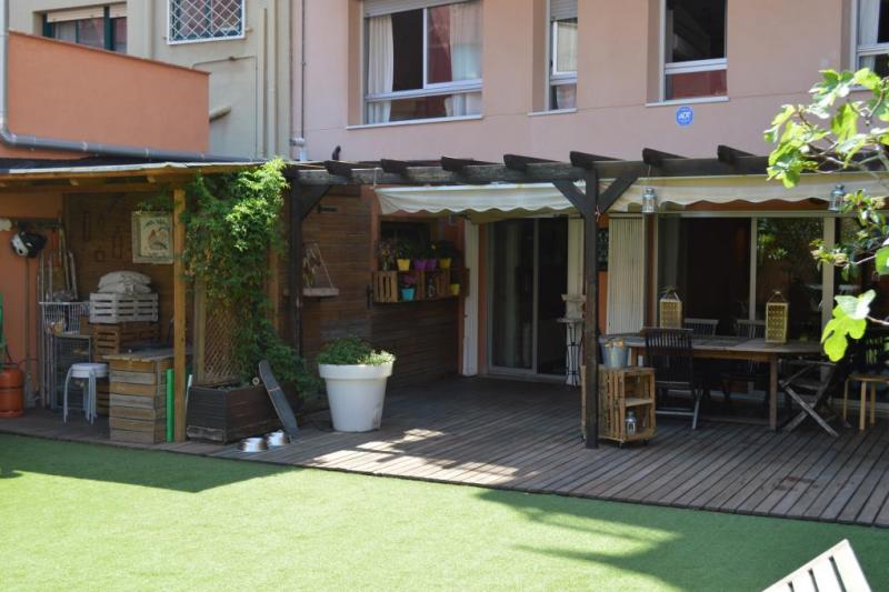Casa de doble planta con jard n en el centro de home for - Casa con jardin barcelona ...