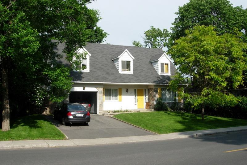 superbe grande maison dans la banlieue de home for exchange. Black Bedroom Furniture Sets. Home Design Ideas