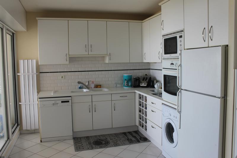 bel appartement vue mer panoramique home for exchange. Black Bedroom Furniture Sets. Home Design Ideas