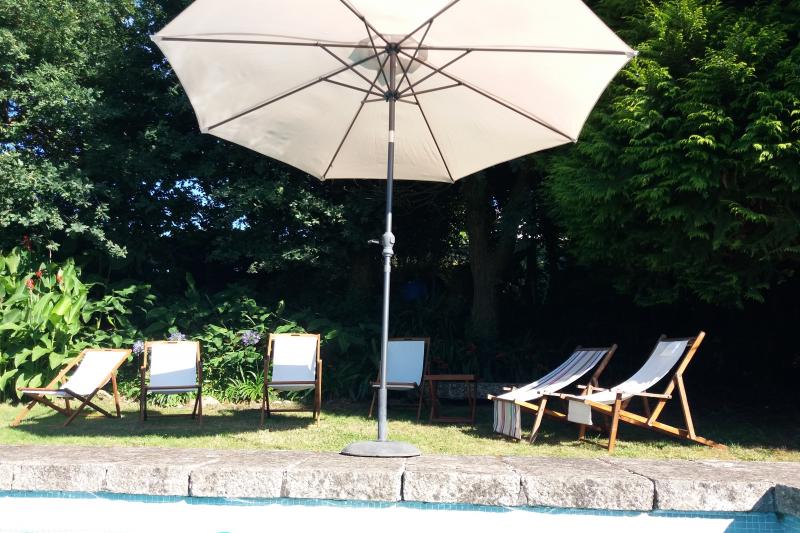 Amplia casa de campo con piscina galicia home for exchange - Apartamentos con piscina en galicia ...