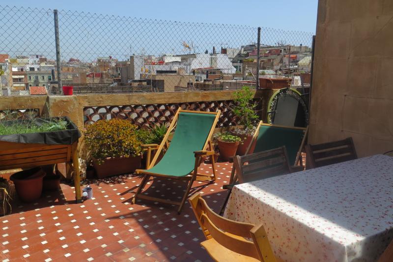 Tico con terraza en barcelona gracia attic home for exchange - Atico terraza barcelona ...